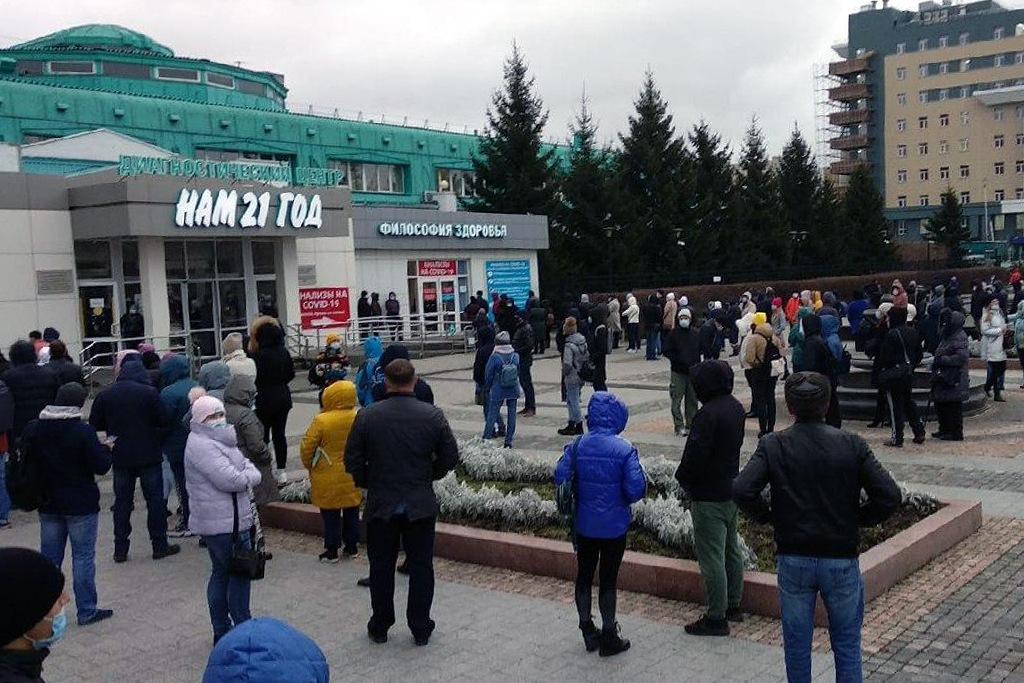 У Иркутского диагностического центра собралась очередь желающ&#1080...